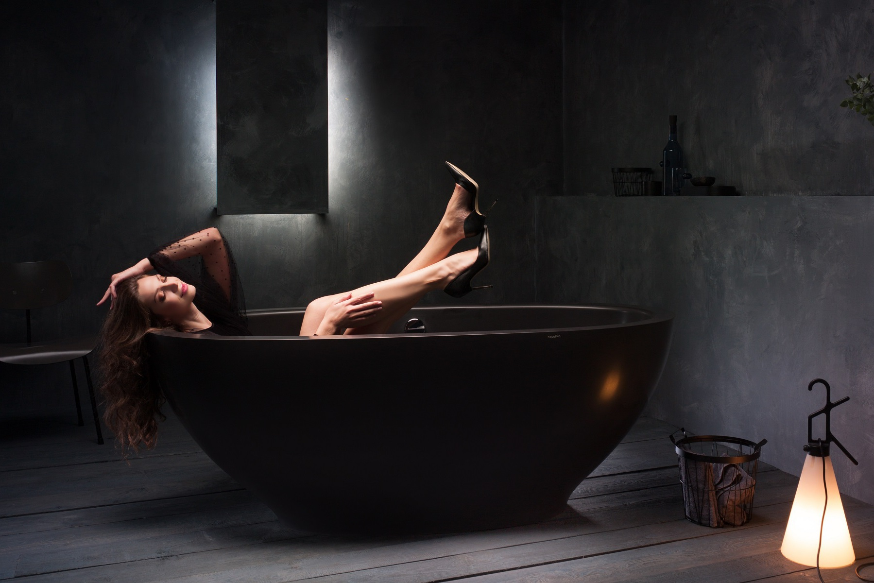 Karolina-Black-Stone-Bathtub-1200-1800